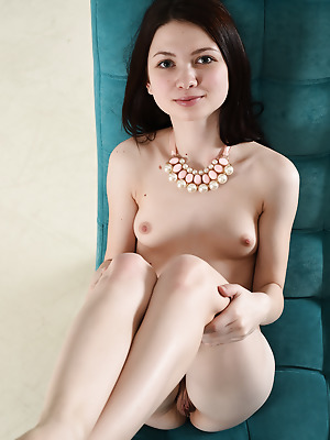 Showy Beauty  Lusia  Older, Beautiful, Pussy